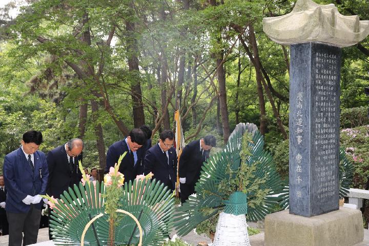 2019년 나야대령 기념비 참배 사진