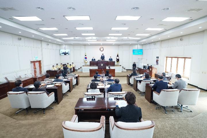 수성구의회는 16일 제240회 제2차 정례회를 시작으로 38일간의 의사일정에 들어갔다.